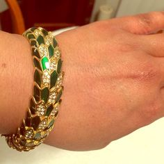 Joan River Stretch bracelet Beautiful Joan Rivers classic collection green and gold with faux diamonds stretch bracelet. Never worn. Nice for everyday, church or an evening out on the town. Come with original box and velvet sleeve. Joan Rivers Jewelry Bracelets