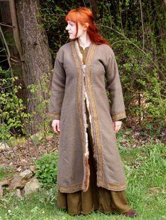 viking coat - I think I might like one of these over a cloak for sheer practicality and warmth.