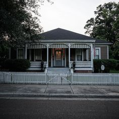 #house #Natchez #mississippi #USA #photooftheday #photography #a6000 #sony #sonya6000 #america #architecture #home #old #vintage #history #historic by mombs