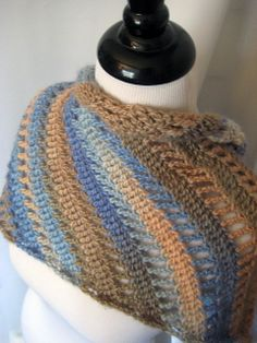 Intrigued by this crochet pattern - can be worn as a scarf or shawl, crocheted on the diagonal: Clapochet