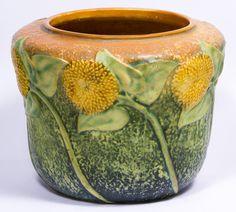 Unsigned, depicting sunflowers on the exterior Roseville Pottery, Kitchen Stuff, Pottery Art, Garden Pots, Maya, Vintage Antiques, Folk Art, Sculpting, Planters