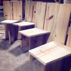 Cadeiras! Parte do trabalho coletivo do curso de marcenaria realizado no Canteiro Aberto da Vila Itororó. Origado aos mestres da @_gamb_ pelo carinho e atenção durante todo esse período. Já sinto falta das aulas! #vilaitororó #cidadeparapessoas #saopaulo #gamb #marcenaria #madeira #design #braziliandesign #mobile #mobiliário #wood #woodwork #cadeiras #feitoamao #trabalhocoletivo de estudionacional
