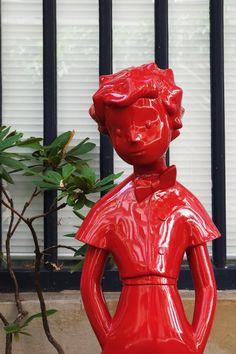 Découvrez notre Petit Prince! Simple, sobre, jolie et une peu décalée, notre interprétation sculpturale est le reflet de notre vision de l'univers de Saint‐Exupéry. Développée avec les ayants droit, cette sculpture est limitée à 250 exemplaires, toutes couleurs confondues.