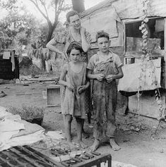 photograph of poor women with children during the great depression