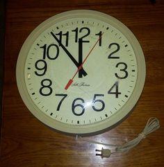 VTG Seth Thomas Electric School Wall Clock Round Plastic 13.5 Diameter Works USA