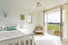 Meadow-House-Bedroom.jpg (620×413)