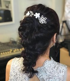 Medium length hair is great to have. Your hair is short enough to keep you cool but long… Elegant Hairstyles, Down Hairstyles, Natural Blonde Color, Medium Hair Styles, Short Hair Styles, Ringlet Curls, Medium Length Cuts, Soft Updo, Braid Accessories