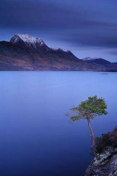 Loch Maree in Wester Ross, the Highlands of Scotland. Photo credit : formula410 via Flickr.