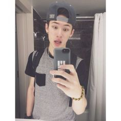 What did u just say bitch? You hate Carter. well ur goin to hell. Magcon Family, Magcon Boys, Get Carter, Vine Boys, Right In The Childhood, Aaron Carpenter, Carter Reynolds, Taylor Caniff, Brent Rivera