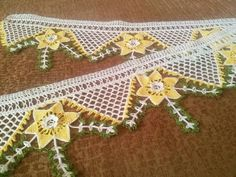 HUZUR SOKAĞI (Yaşamaya Değer Hobiler) Crochet Edging Patterns, Crochet Borders, Crochet Lace, Recycled Cds, Hani, Floral Motif, Stitch, Holiday Decor, Crochet Leaves