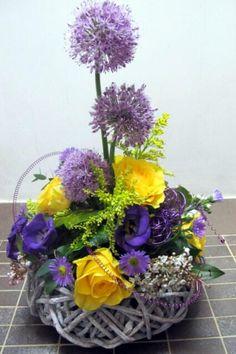 From Joy Fielding at Fielding Flowers Twitter / fieldingflowers: like using twiggy rings as ...