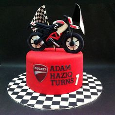 If your husband or boss also fan of Ducati then motorbike inspired theme cake would be amazing idea for birthday. Birthday Cake Shop, Birthday Cake Delivery, Special Birthday Cakes, Fondant Cake Designs, Fondant Cakes, Motorcycle Cake, Ducati Motorcycle, Motor Cake, Motorcycle Birthday Parties