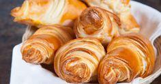 Mennyei Vajas croissant recept! Ráérős vasárnapi reggeliken beleharapni egy ropogós, pillekönnyű croissantba mennyei érzés. Ez idáig csak vágyakoztam rá, de hála Limara receptjének most már valóság. Ezer köszönet érte. Croissant Bread, Bread Dough Recipe, Hungarian Recipes, Hungarian Food, Winter Food, Creative Food, Bread Baking, Food To Make, Food And Drink
