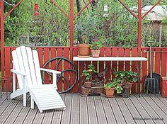 Pikkutalon elämää: Puutarhan koristeita