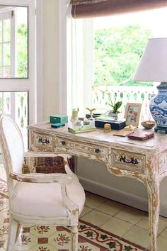 """home office or craft room decor idea. India Hicks home """"Hibiscus Hill"""" in the Bahamas, Image via CoteDeTexas Home Office, Office Nook, Office Chic, Office Style, Antique Desk, Antique Furniture, Celebrity Houses, My New Room, Home Furniture"""
