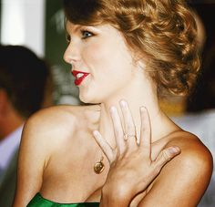 Taylor Swift. Red lip for the holidays.