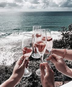 Image shared by sündos. Find images and videos about summer, aesthetic and beach on We Heart It - the app to get lost in what you love. Glace Fruit, Disney Instagram, Landscape Illustration, Illustration Art, Summer Vibes, Summer Art, Alcoholic Drinks, Cocktails, Beverages