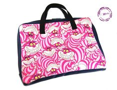 """Housse ordinateur """"Chat d'Alice rose"""" Gym Bag, Alice, Creations, Tote Bag, Rose, Bags, Inspiration, Fashion, Slipcovers"""