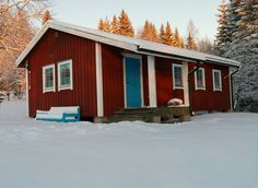 Holiday home  6 Persons 1 room – 1 bed – 1 bath  72m2 Ideal for dogs! https://www.hellolodge.net/en/search/mieps-huset-stuga-alg-02f-2a1b/ Average price category 300 – 500 Euro per week Welcome to Sweden. Nice stuga in the woods.The peaceful Mieps Huset Stuga is 400 m from Kullens...