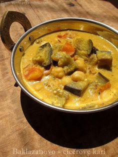 Brinjal and chickpeas curry / Baklazanovo cicerove kari Vegetarian Curry, Chickpea Curry, Coconut Milk, Gravy, Eggplant, Thai Red Curry, Indie, Chickpeas, Ethnic Recipes