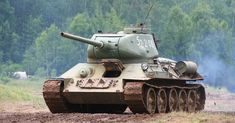 German Field Marshall von Kleist described the Russian as 'the best tank of World War Two.' Panzer leader General Heinz Guderian claimed that the Military Guns, Military Weapons, Military Vehicles, Military History, T 34, War Thunder, Military Modelling, Ww2 Tanks, Cool Tanks