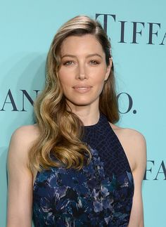 Jessica Biel embodied retro glamour at Tiffany & Co's Blue Book Ball on April 18 in NYC. The makeup artist who created the look spills the how-to below! Jessica Biel, Camden, Ecaille Hair, Best Dress For Girl, Tortoise Shell Hair, Hot Hair Colors, Hair Colour, Actress Jessica, Hollywood