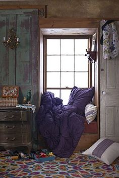 Little spaces <3. For reading, writing, creating etc. Cozy Corner, Cozy Nook, Nook And Cranny, Home Rugs, Beddinge, Cozy Place, Bohemian Decor, Bohemian Style, Bohemian Bedrooms