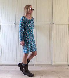 """Wenn man mit Rike von @rosa_und_das_einfache_leben etwas Zeit verbringt, dann bekommt man einfach richtig Lust, nur noch Kleider zu tragen... Also habe ich letzte Woche bei Lillestoff ganz egoistisch ausschließlich  Damenstoffe geschoppt und meine - zugegeben bisher eher magere - Kleiderkollektion etwas erweitert! Den Anfang hier macht eine schlichte Muriel (mit langen Armen) aus dem Buch """"Näh Dir Dein Kleid"""" von Rosa P. So schwingt die letzte Woche kreativ noch schön nach.  Euch allen…"""
