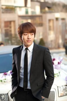 CNBLUEs Jungshin to take on his first historical drama Knife and Flower