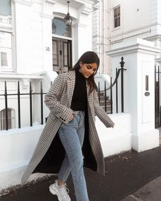 outfit inspiration Looking for a new way to style your favorite pieces? Read on for the best in outfit inspiration and ideas for every occasion from work to special events. Winter Fashion Outfits, Fall Winter Outfits, Autumn Fashion, Cute Rainy Day Outfits, Stylish Winter Outfits, Hijab Fashion, Fashion Dresses, Black Women Fashion, Look Fashion