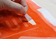 DIY printed tote bag using light-sensitive Inkodye or Jacquard SolarFast and a stencil cut from freezer paper. Textiles Techniques, Art Journal Techniques, Painting Techniques, Summer Tote Bags, Freezer Paper, Batik, Craft Tutorials, Craft Ideas, Diy Ideas