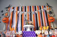 Sí piensas ofrecer una divertida fiesta en el próximo halloween una opción económica y rápida para decorar es usar papel creppe en tonos tí...
