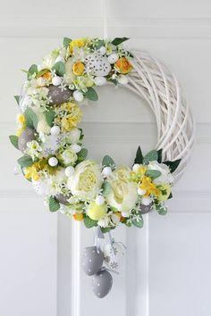By Éphémeride seasonal calender Easter Flower Arrangements, Floral Arrangements, Wreath Crafts, Diy Wreath, Easter Wreaths, Holiday Wreaths, Diy Ostern, Summer Wreath, Easter Crafts