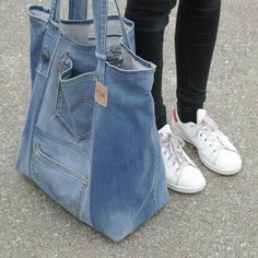Very nice large upcycled denim bag Jean bag with comfy in Montreal Canadiens Everything of jeans You've searched for Shoulder Bags! 5 diy no sew recycled denim dog toys – Artofit Great denim bag Source by burnettibeti Denim Tote Bags, Denim Purse, Diy Bag Denim, Artisanats Denim, Denim Style, Jean Diy, Beste Jeans, Sewing Jeans, Jean Purses