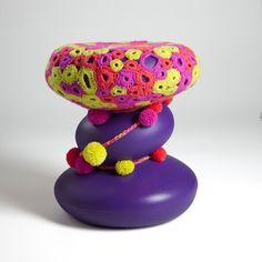 Banco Goma Purple por 13Pompons | Design por Renata Moura | MUMA | muma.com.br