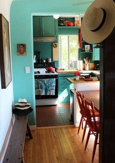 Best Home Office Green Apartment Therapy Ideas Home Decor Kitchen, New Kitchen, Kitchen Design, Kitchen Modern, Kitchen Ideas, Awesome Kitchen, Kitchen Things, Green Kitchen Walls, Kitchen Colors