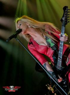 There ain't no one sweeter than Lita. Rock And Roll Girl, Rock And Roll Fantasy, Punk Rock Girls, Heavy Metal Girl, Lita Ford, Women Of Rock, Guitar Girl, Female Guitarist, Women In Music
