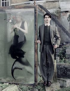 Tim Walker's fashion photographs are infused with Nightmare Before Christmas like tones that blur the distinction between reality and fantasy, making his images all the more captivating. Tim Walker Photography, Fantasy Photography, Fashion Photography, Glamour Photography, Lifestyle Photography, Editorial Photography, Story Inspiration, Character Inspiration, Film Noir Fotografie