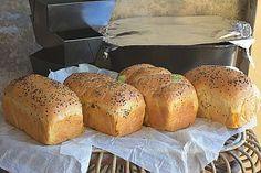 Reteta de paine de casa cu iaurt, usor si rapid de facut acasa, facuta dintr-un aluat ce poate fi folosit si pentru gogosi sau covrigi. Bread Recipes, Cake Recipes, Easy Bun, Cinnabon, Just Bake, Romanian Food, Pastry Cake, Bakery, Food And Drink