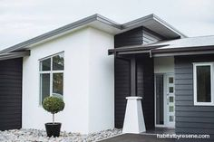 Home is what you are, The exterior is the face of the house that everyone will see in the first part. Come to get an Idea of Modern Exterior Design White Exterior Houses, Exterior Paint Colors For House, Modern Exterior, Exterior Colors, Stucco House Colors, Black Exterior, House Cladding, Exterior Cladding, Facade House