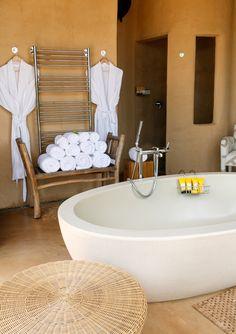 Bathroom with soaking tub at Molori Safari Lodge in South Africa