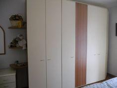 Vendesi camera matrimoniale completa, moderna, in legno laminato avorio e rovere, in ottime condizioni. €. 800,00 trattabili