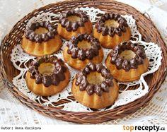Smetanové bábovičky s kokosem a oříšky
