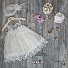 κοριτσι – Picolo bambino βαπτιστικα ρουχα christening clothes Summer Girls, Kids Girls, Baby Girl Dresses, Flower Girl Dresses, Baby Sewing Projects, Baby Gown, Christening, New Baby Products, Kids Outfits