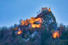 RUINE EPPENSTEIN #Styria #Austria #Burgruine #Murtal  #castle #knight Laundry Hacks, Fantasy Inspiration, Medieval Fantasy, Austria, Monument Valley, Knight, Castle, Nature, Travel