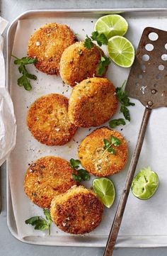 red curry sweet potato pattie These easy potato patties are spiced with red curry paste and make for a delicious lunchbox snack.These easy potato patties are spiced with red curry paste and make for a delicious lunchbox snack. Veggie Recipes, Asian Recipes, Vegetarian Recipes, Cooking Recipes, Healthy Recipes, Healthy Savoury Snacks, Healthy Food, Cooking Ribs, Cooking Steak