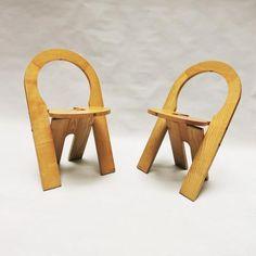 Créateur: Roger Tallon (1929-2011) Chaise pliante TS Editeur: Sentou Date de création: 1978 Matériaux: bois Dimensions: H: 77 cm, 55...