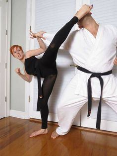 What Facts Should I Know about Weight Loss and Control? Obesity is not simply the accumulation of excess body fat. Obesity is a chronic (long-term) disease with serious complications that is very difficult to treat. Female Martial Artists, Martial Arts Women, Female Art, Taekwondo, Jiu Jutsu, Karate Quotes, Dynamic Poses, Dynamic Action, Fighting Poses