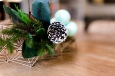 o events (aka Duo) Christmas styling - acorns, mint green baubles and greenery. Alex Hotel, Visual Merchandising, Mint Green, Greenery, Events, Display, Flowers, Christmas, Style