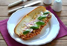 Melegszendvics paradicsomos babbal, gombával és füstölt mozzarella sajttal Hot Dog Buns, Hot Dogs, Ricotta, Mozzarella, Bread, Ethnic Recipes, Food, Brot, Essen